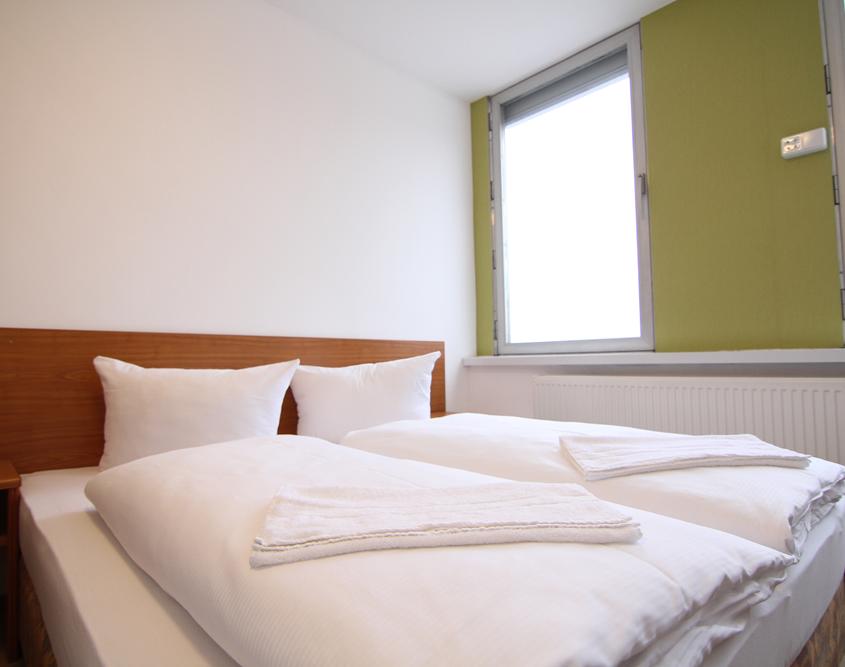 Doppelzimmer Apartment Zimmer Hotel Mentelin in Berlin 24 Stunden Check-In
